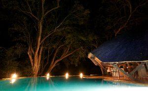 selous_wildlife_lodge__swimming_pool_at_night1c085a